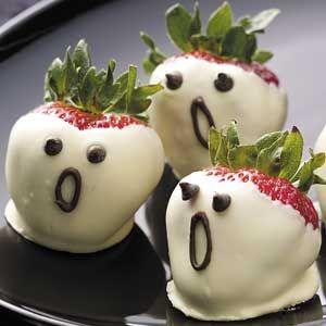 Strawberry ghosts for a sweet Halloween treat
