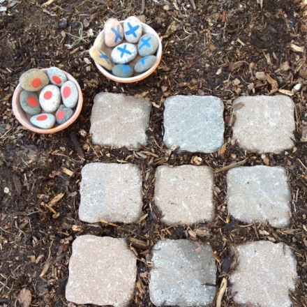 Garden stones tic tac toe from HowToConsign.org